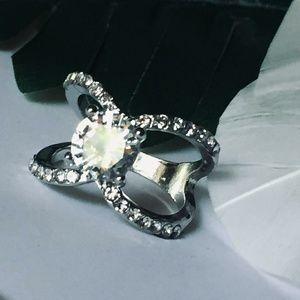 Jewelry - Stunning Round CZ Diamond Ring